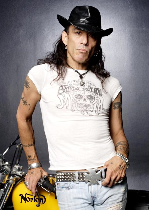 Stephen Pearcy of Ratt Set to Hit the Road After Hernia Surgery